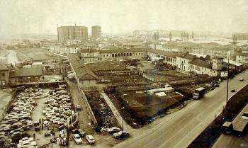Foto Storica Cascina Giaione in degrado, tra orti, vuoti e rottamatore veicoli  Data 1975  Fonte EUT2