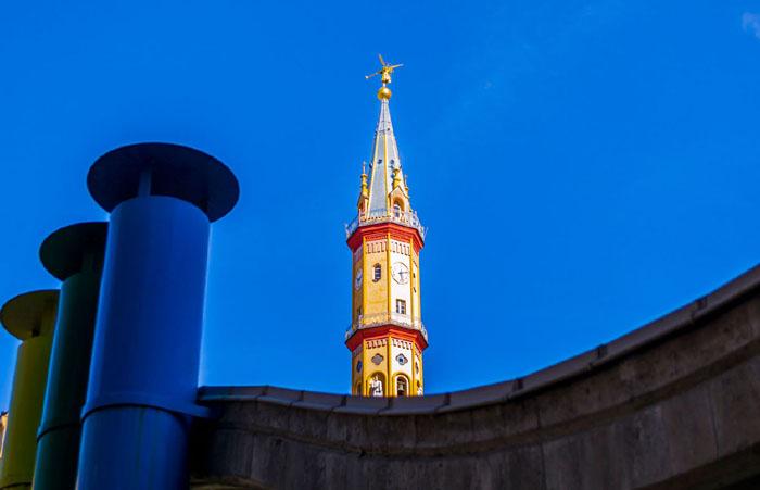 Stefania Morelli, Skyline tra passato e presente (campanile della chiesa di Nostra Signora del Suffragio), mese di febbraio del calendario 2018