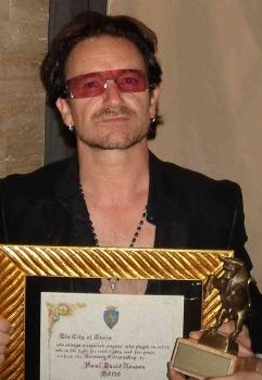 """Bono:""""Non verremo mai più a Roma"""" - Pagina 3 Bono_solo_piccolo"""