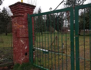 L'ingresso del galoppatoio militare al parco del Meisino
