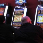 giocatori alle slot machine
