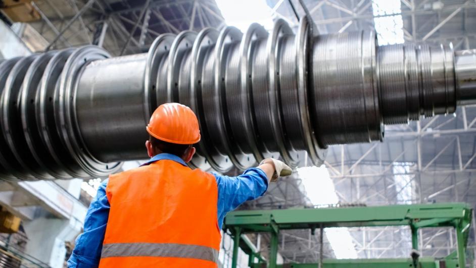 Operaio in stabilimento industriale