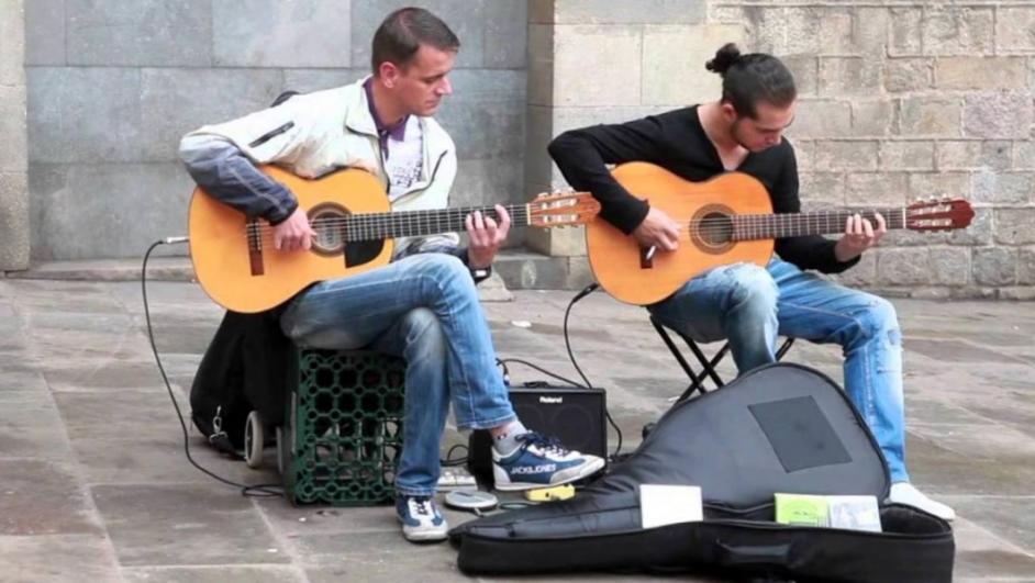 Ragazzi che suonano in strada