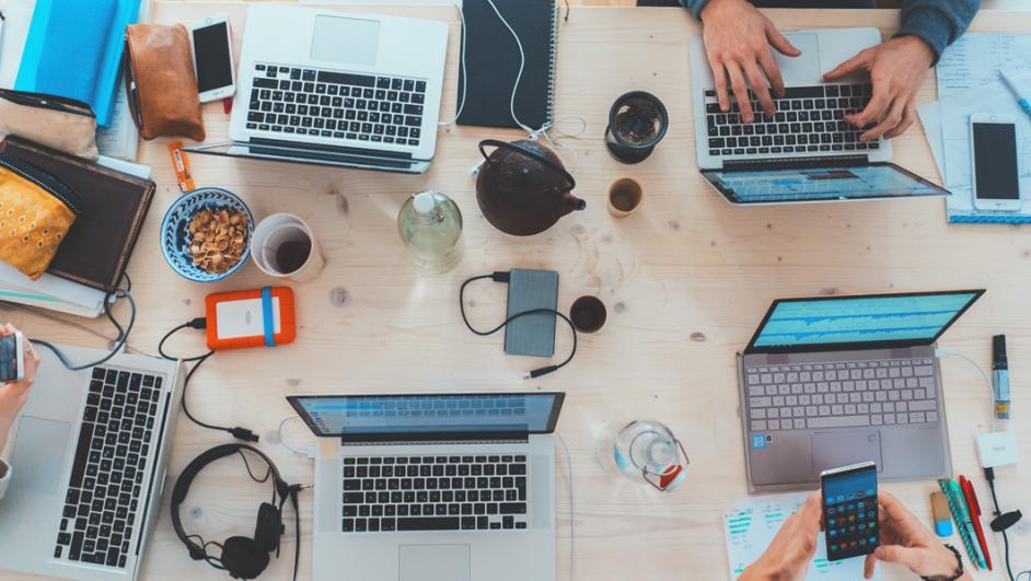 tavolo di lavoro condiviso