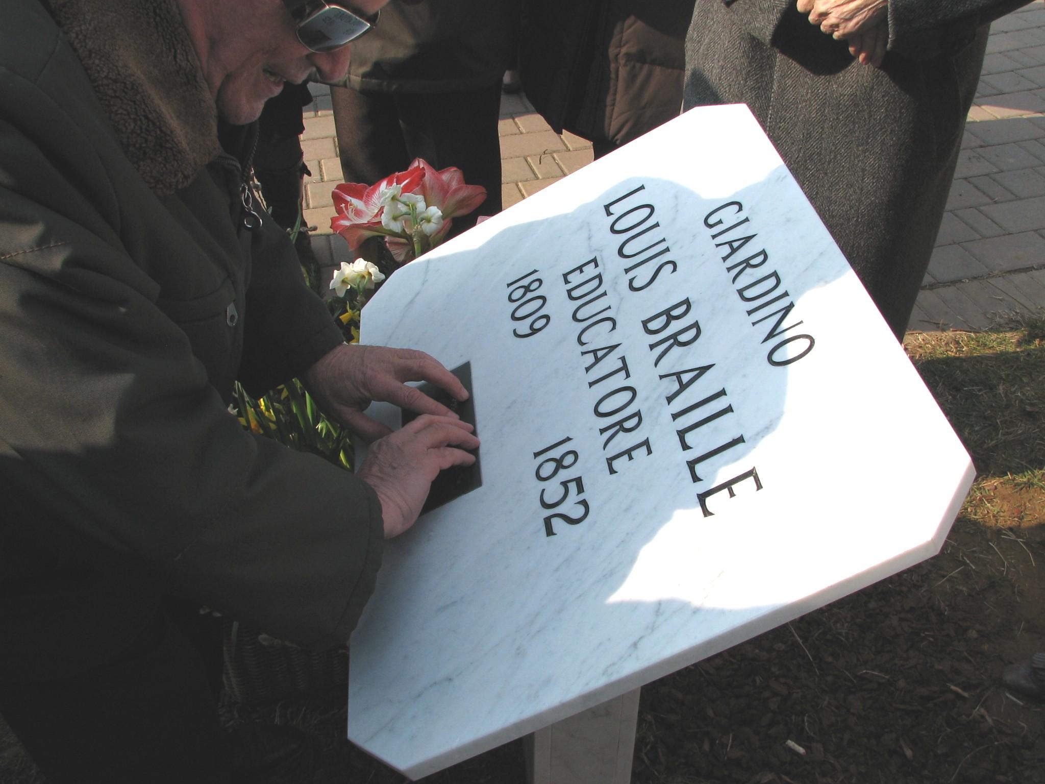 targa al giardino Louis Braille