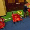"""Festa di """"Adotta un quartiere"""": le sedie rosse realizzate dai ragazzi del quartiere, installate nella palestra della scuola Gabelli-7"""