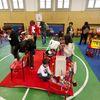 """Festa di """"Adotta un quartiere"""": le sedie rosse realizzate dai ragazzi del quartiere, installate nella palestra della scuola Gabelli-9"""