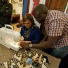 """Festa di """"Adotta un quartiere"""": laboratorio di cucito nei bagni di via Agliè"""