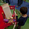 """Festa di """"Adotta un quartiere"""": le sedie rosse realizzate dai ragazzi del quartiere, installate nella palestra della scuola Gabelli-3"""